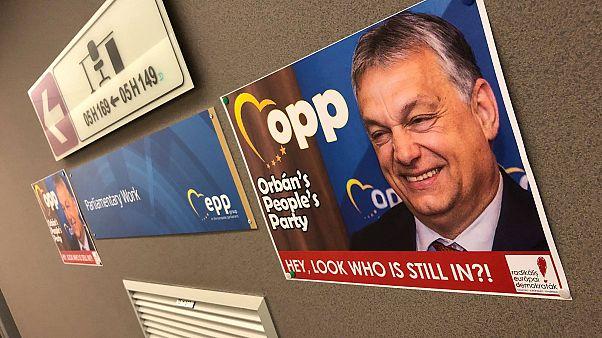 Orbán Embereinek Pártja – átnevezte a néppárti irodákat a RED mozgalom