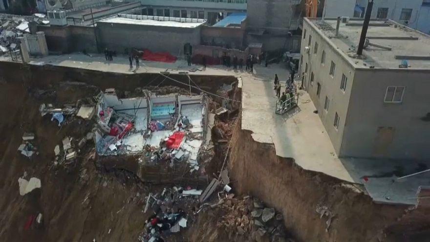 مرگ دستکم ۱۵ نفر در پی رانش زمین و فروریختن ساختمان در مرکز چین