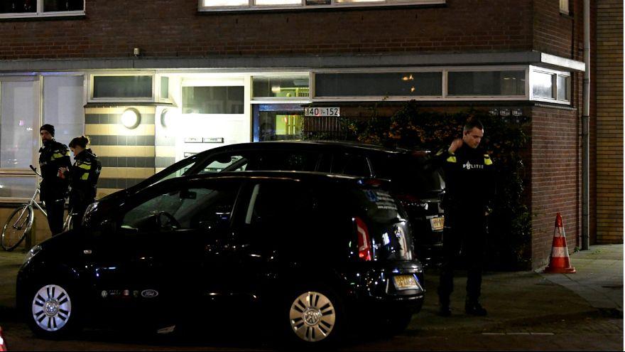 پلیس هلند در جلوی خانه ای که مظنون به تیراندازی در آن دستگیر شده است