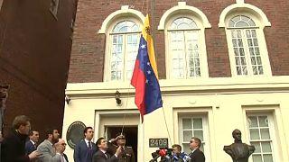 Diplomáciai képviseleteket foglalt el a venezuelai ellenzék
