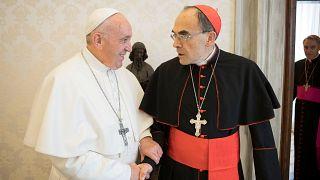 A pápa elutasította Barbarin bíboros lemondását.