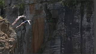 Cliff Diving im Blyde River Canyon in Südafrika