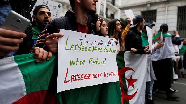 Algerien: Proteste gegen Bouteflika gehen weiter