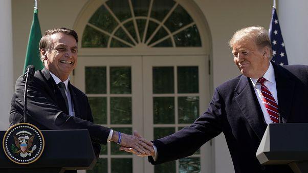 ترامب خلال لقاء جمعه اليوم بالرئيس البرازيلي في البيت الأبيض