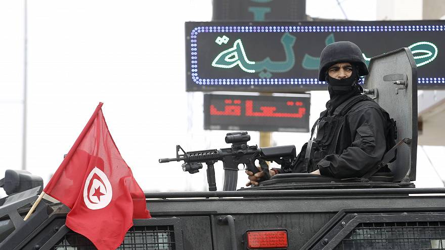 دورية مؤللة للقوات التونسية