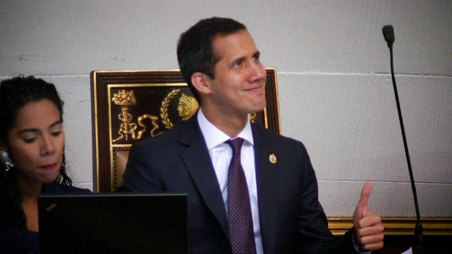El Parlamento anima a los militares a abandonar a Maduro