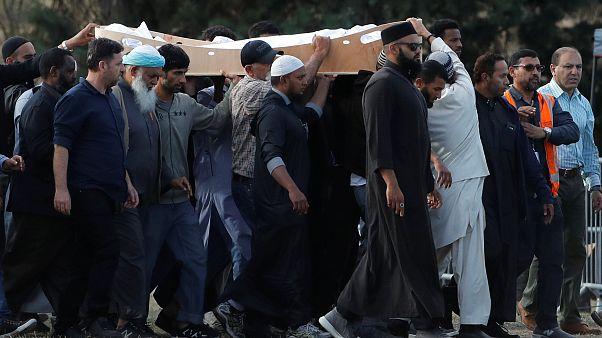 Новая Зеландия хоронит погибших