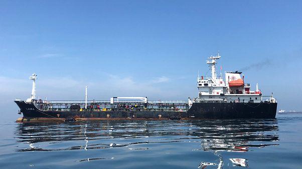 گزارش رویترز: چگونه تاجران نفتی تحریمهای آمریکا علیه ایران را دور میزنند؟