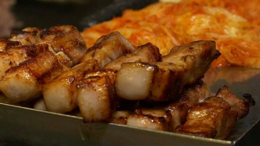 شراح من لحم الخنزير المشوي - صورة من الفيديو