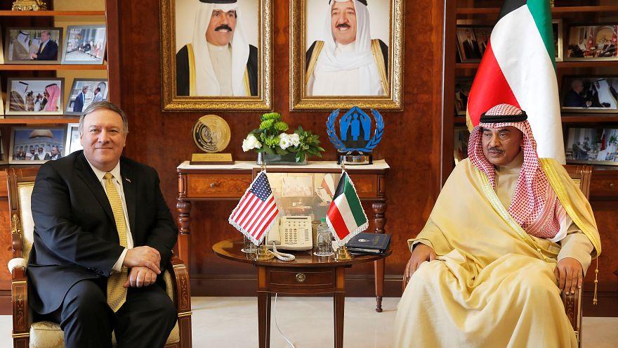 وزير الخارجية الكويتي الشيخ صباح الخالد الصباح (يمينا) مع نظيره الأمريكي