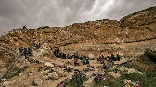 من مخيم داعش إلى الرقة.. عائلات سورية تعود إلى بيوتها لتجد مدينة تعاديها وسكاناً ينبذونها