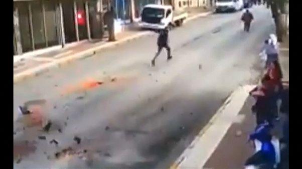 لحظة وقوع زلزال في إقليم بغرب تركيا