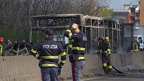 В Италии сенегалец поджег автобус со школьниками