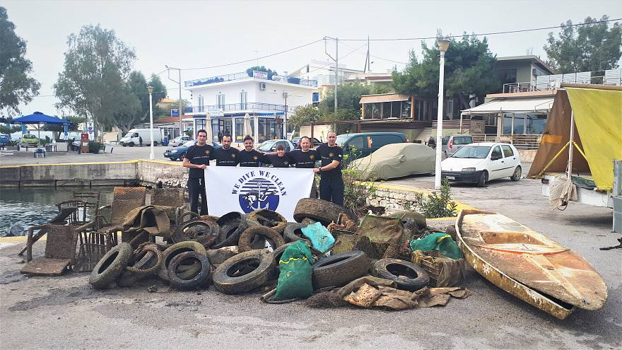 Μέγαρα: Δύτες αφαίρεσαν 750 κιλά σκουπίδια από το βυθό της Πάχης (vid)