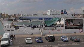 Сальвини задержал еще одно судно с мигрантами