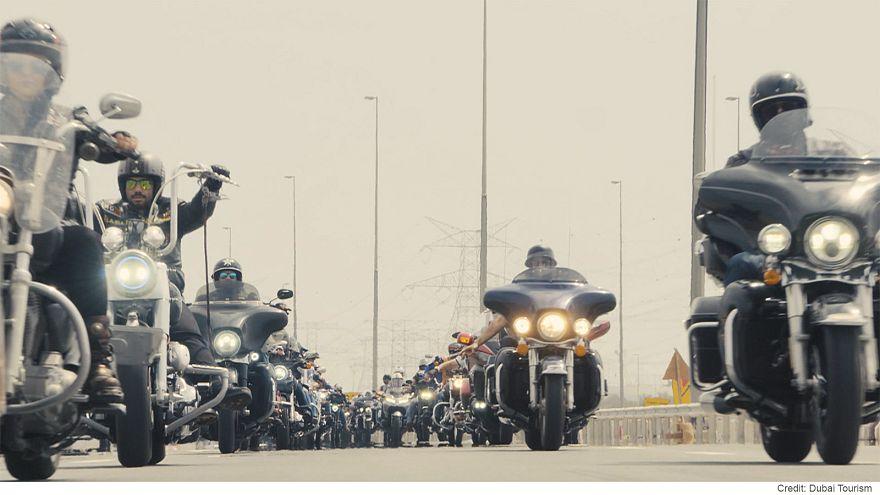 'Birleşik Arap Emirlikleri Şövalyeleri' motor grubuyla Dubai'de çölde macera