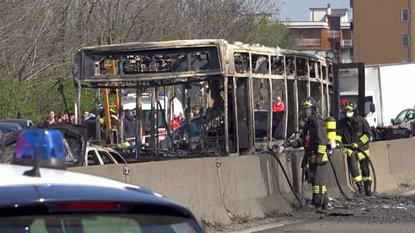 رانندهای در مخالفت با سیاستهای مهاجرتی ایتالیا اتوبوسی را آتش زد