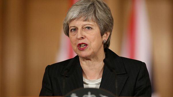 Brexit: la May chiede un rinvio, scontro tra la premier e Westminster