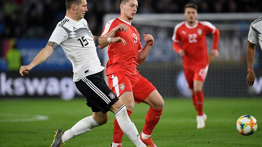 Unentschieden nach Löws Umbau -  Deutschland-Serbien 1:1