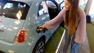منظمة العفو الدولية تحذر من استخدام السيارات الكهربائية