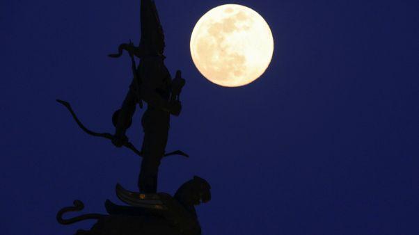 """Dernière """"Super Lune"""" de l'année"""