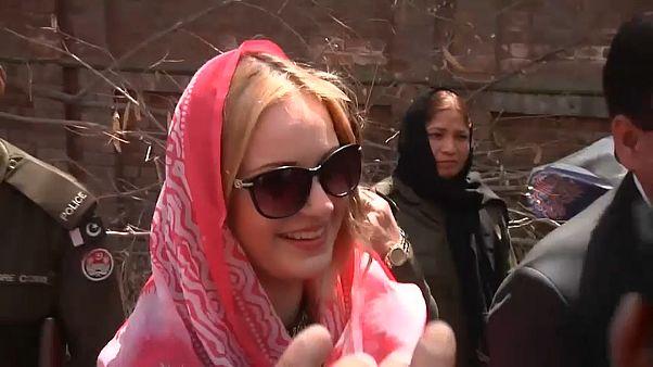 عارضة الأزياء التشيكية أثناء توجهها إلى المحكمة