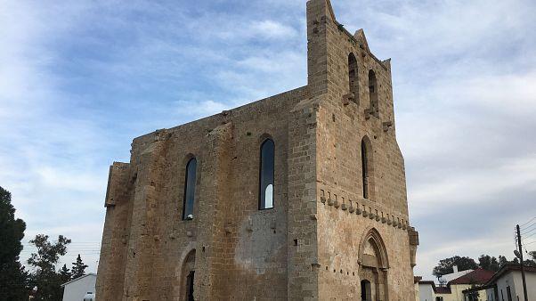 Αμμόχωστος: Άνοιξαν ξανά η εκκλησία της Αγίας Άννας και γειτονικό τζαμί