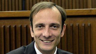 سياسي إيطاليٌ عارض فرض تلقيح الأطفال فأصيب بمرضٍ معدٍ
