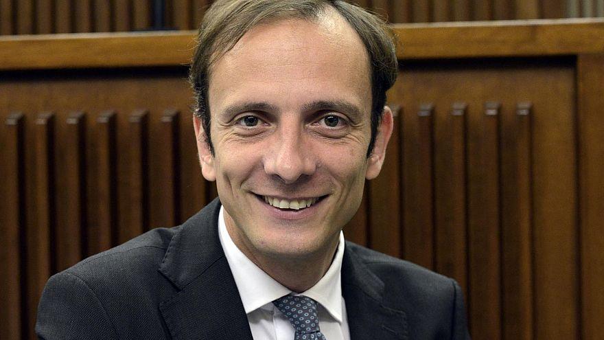 Político italiano contra la vacunación obligatoria contrae varicela