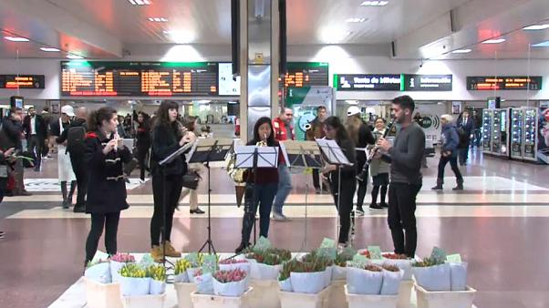 Flowers and music for Madrid commuters to welcome in spring