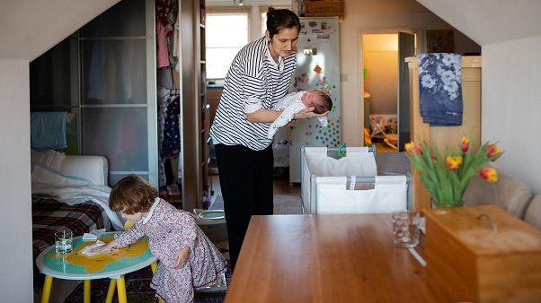 Clima di ostilità dopo la Brexit, questa famiglia rumena torna a casa