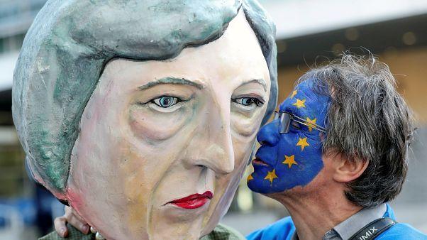 بروكسل: نشطاء يحتجون على قمة البريكست بالمجلس الاوروبي