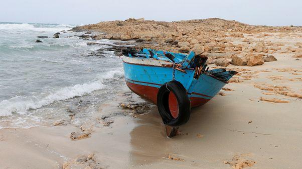 قارب مهاجرين بالقرب من مصراتة في ليبيا