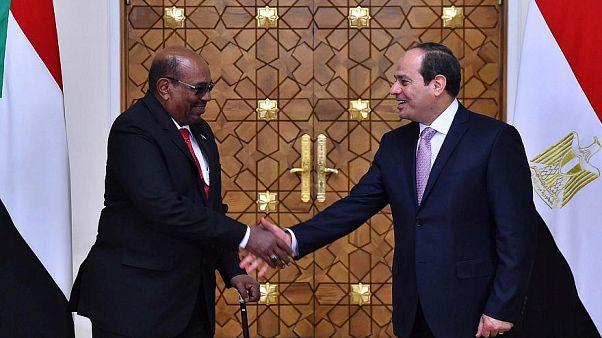 الخرطوم تستدعي السفير المصري على خلفية التنقيب عن النفط والغاز في البحر الأحمر
