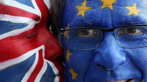 Brexit: Υπό πίεση η Τερέζα Μέι