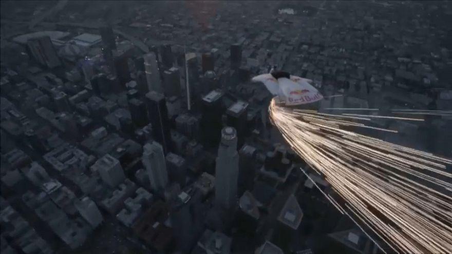 Video: Los Angeles semalarında insan meteorlar kaydı