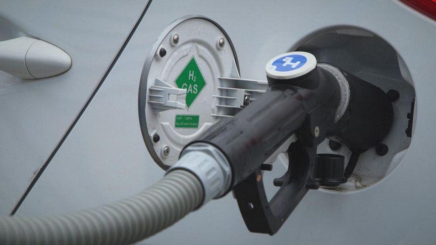 Toyota'nın hidrojen ile çalışan Mirai modeli Paris caddelerinde taksi olarak hizmet verecek