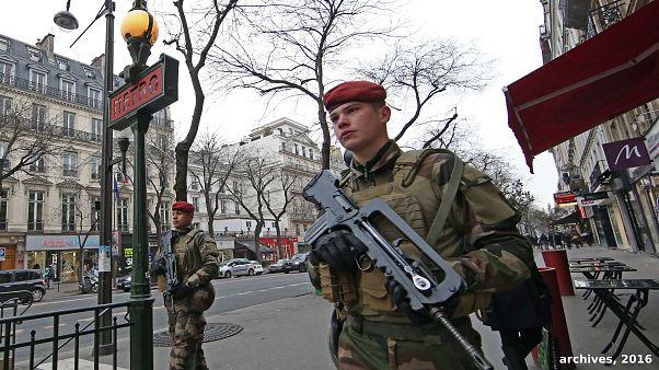 Macron moviliza al Ejército para las protestas de chalecos amarillos