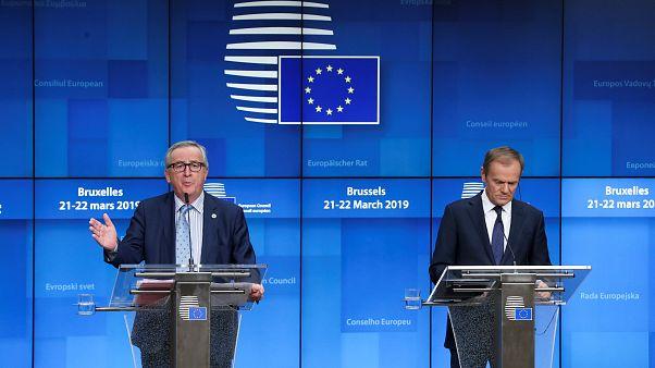 Les responsables européens Jean-Claude Juncker et Donald Tusk