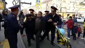 Decenas de manifestantes detenidos en Kazajistán