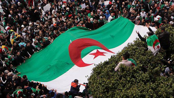 Ismét több százezren tüntettek Algériában az elnök ellen