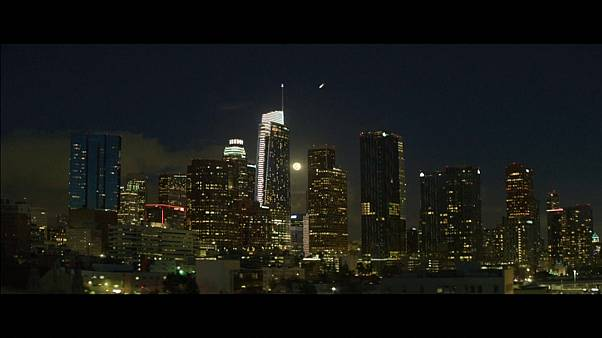 """Homens-meteorito"" rasgam o céu de Los Angeles"