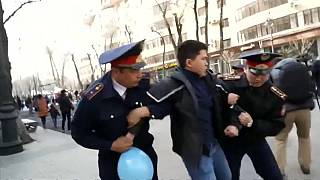 Kazakistan: Astana cambia nome, proteste e arresti