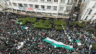 Centenas de milhares voltaram a exigir nas ruas a saída do presidente