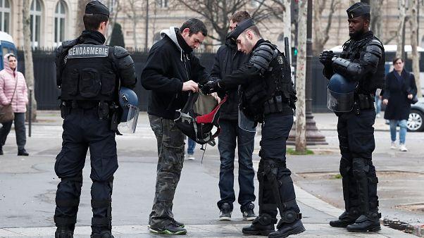 'Chalecos amarillos' bajo control en las calles francesas