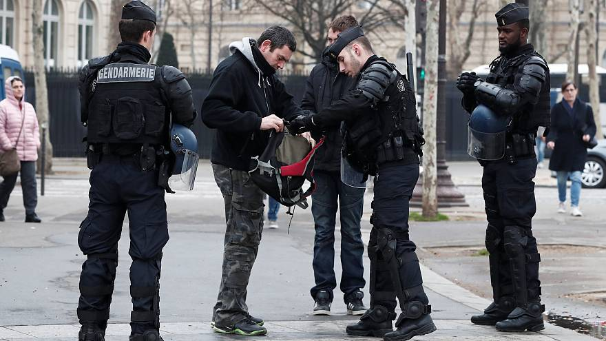 Katonák is támogatják a rendőröket Párizsban