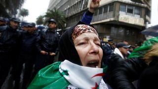 متظاهرة جزائرية