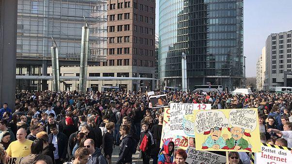 """""""Save Your Internet"""" - Demos gegen Artikel 13"""