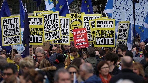 Milhares manifestam-se em Londres por um novo referendo do Brexit