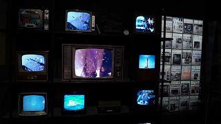 شاهد: معرض في بيزا الإيطالية يحتفي بالذكرى الخمسين لأول هبوط للبشر على القمر